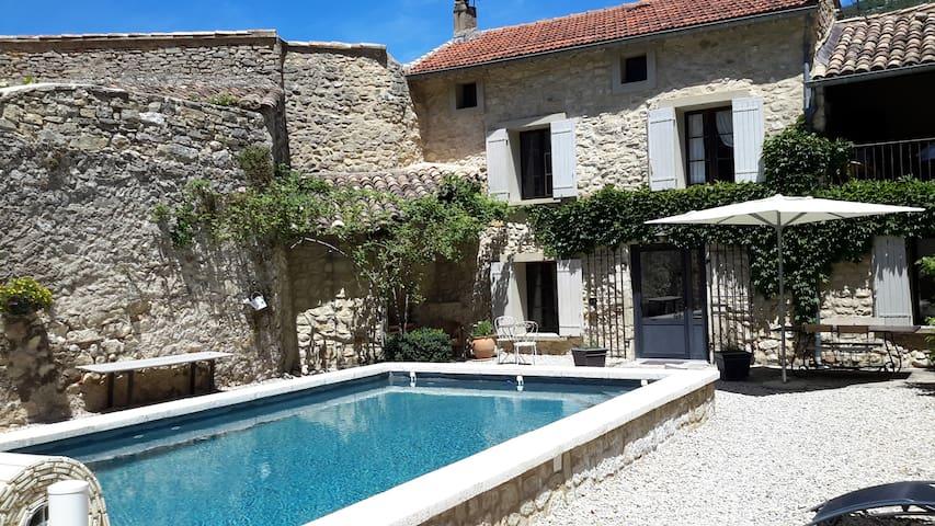Maison ancienne provençale Piscine - Beaumont-du-Ventoux - Huis