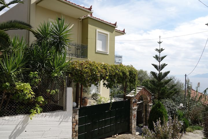 Beach - Front House with view in Marathos Magnisia