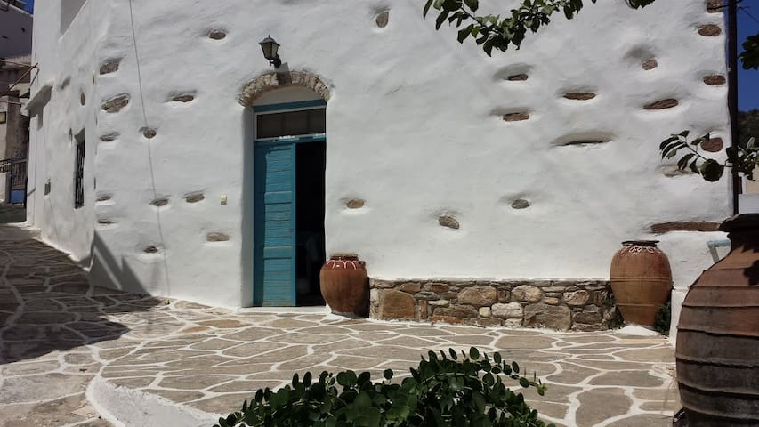 Traditional 1900 stone cottage-Lefkes Paros - Lefkes - Rumah