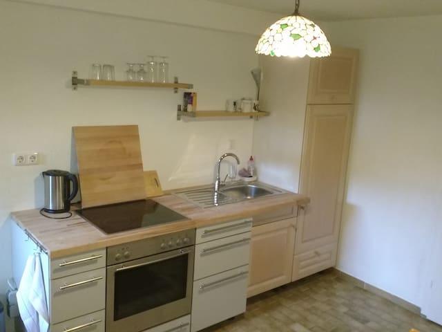 Ruhige, kleine souterrain Wohnung nahe Düsseldorf