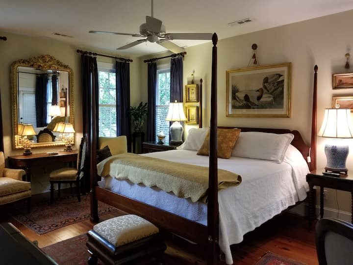 Lge Beautiful Guest Suite w Privt garden/ King Bed