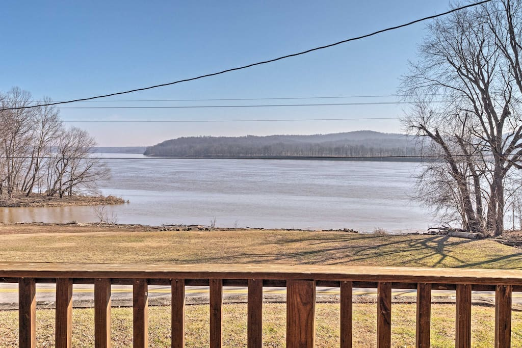 Located just steps from the Ohio River, this 1,178-square-foot cabin has something for everyone.