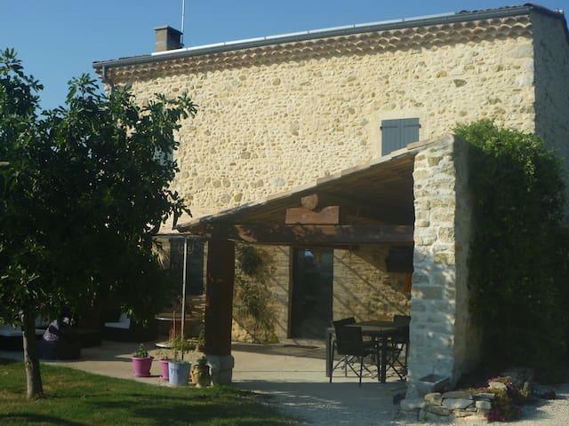 Chambre privée pour 2 personnes - Bonlieu-sur-Roubion - Rumah