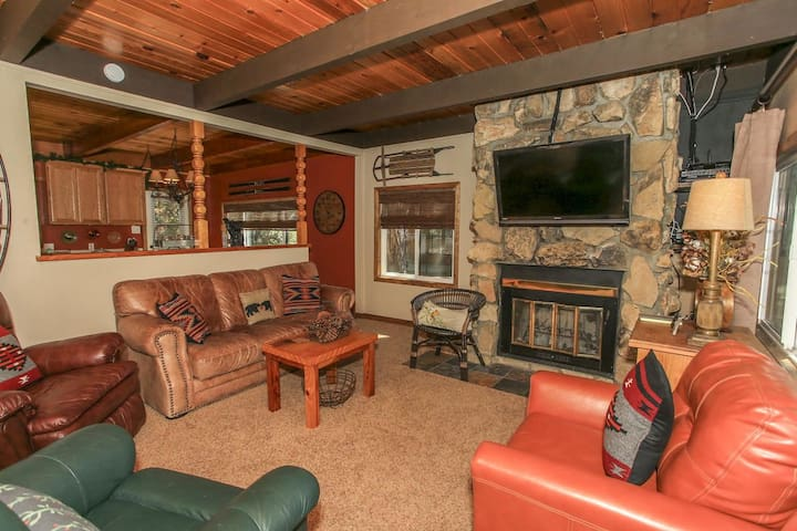 Beary Necessary Cozy 4BR Moonridge/ Game Room/ BBQ