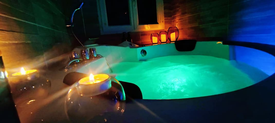Gîte avec baignoire balnéo et terrasse privative