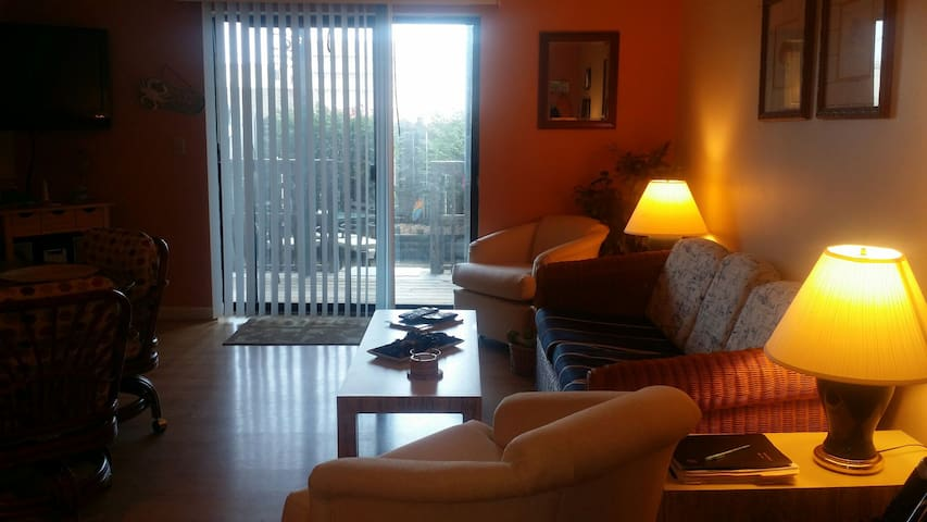 Cozy Condo Steps to The Beach! - Ocean City - Huoneisto