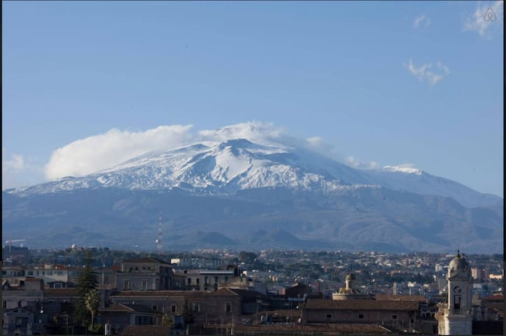 Apt centro storico con vista Etna