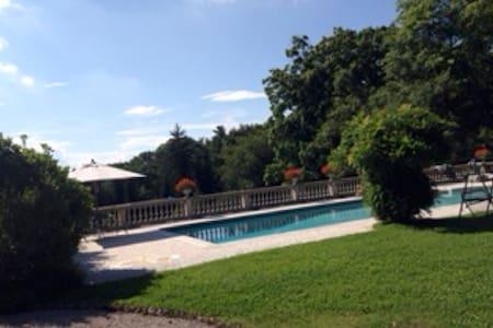 Bella villa  primo novecento immersa nel verde. - Varese