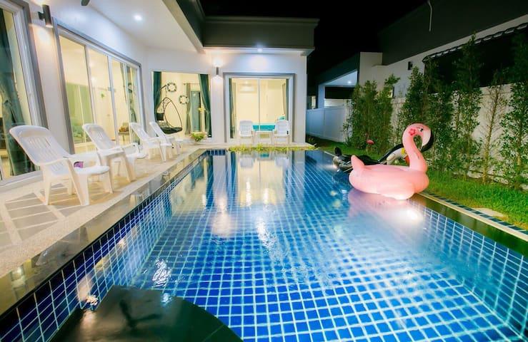 New Pirate Pool Villa in Pattaya 6-10 Gts. 3Brd.