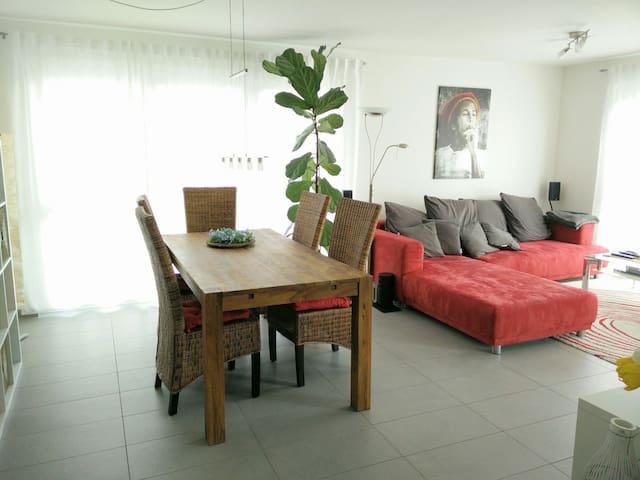 Top Zimmer in bester Lage! - Ostfildern - Apartamento
