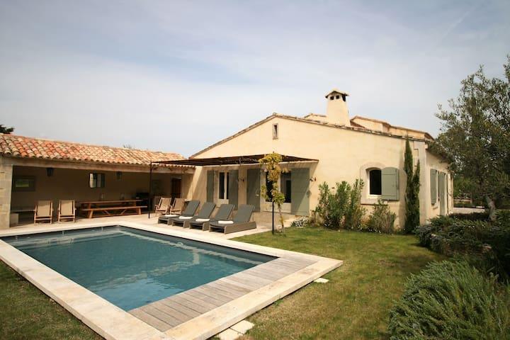 Geschmackvolle Villa in Eygalieres mit eigenem Pool