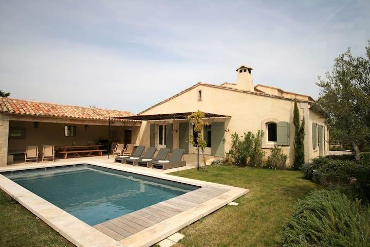 Villa de bon goût à Eygalieres avec piscine privée