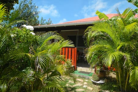 Large bedroom + priv.bathroom+ breakfast for 2 - Saint MARTIN - Bed & Breakfast