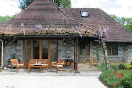2 Bedrooms Home in Saint Front la Riviere - Saint Front la Riviere - บ้าน