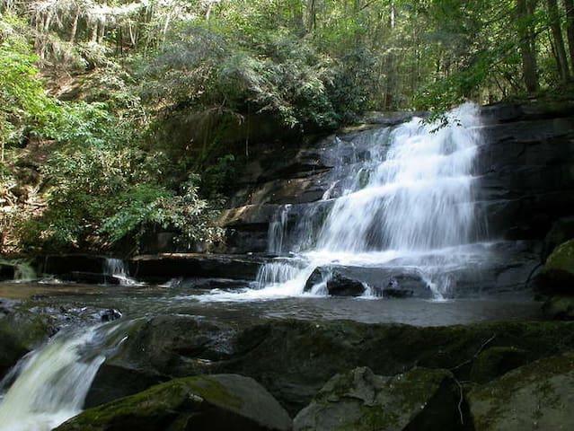 "Waterfall Cabin ""Callingwater"""