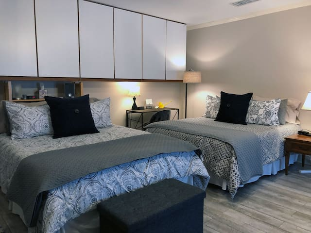Centrally Located Simple Suite Home Away From Home