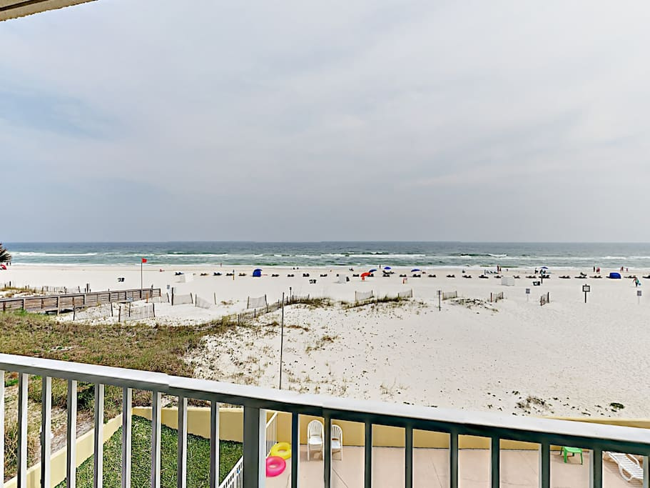Corner unit with balcony with 180-degree beach views