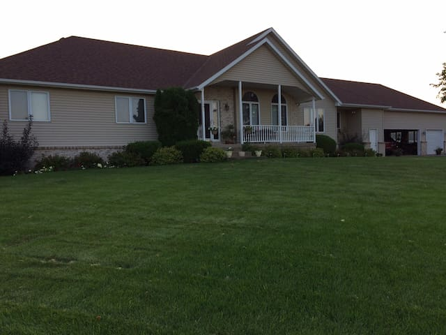 Large & Beautiful Rambler - Easy in & Out - Saint Cloud - House