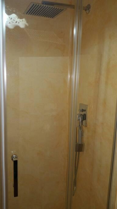 doccia in nicchia in muratura