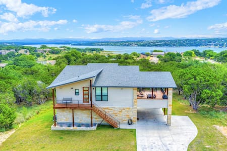 Luxury Lakeview Home w/ Beach, Boat, & Gym Access