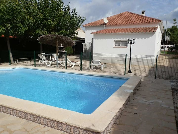 CASA YOLI,Ideal house for your holidays near the sea, free wifi, air conditioning, private pool, pets allowed, dog's beach.