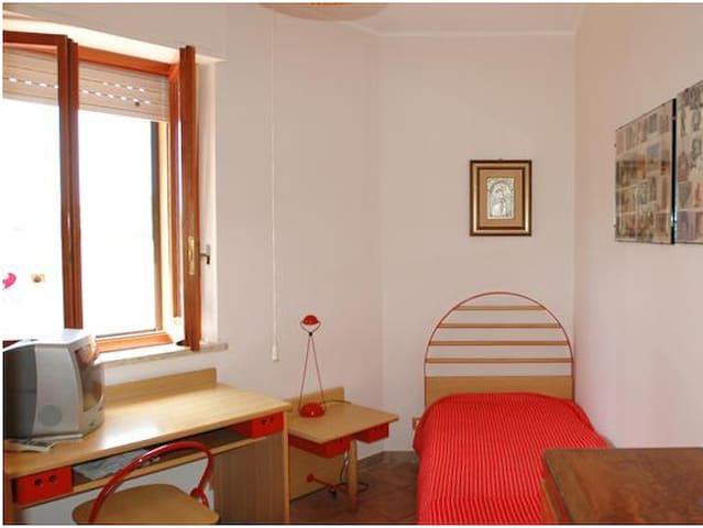 VILLA A FONTANE BIANCHE 2 piani - Fontane Bianche - House