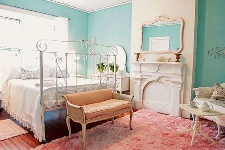 vintage chic princess room - Inap sarapan
