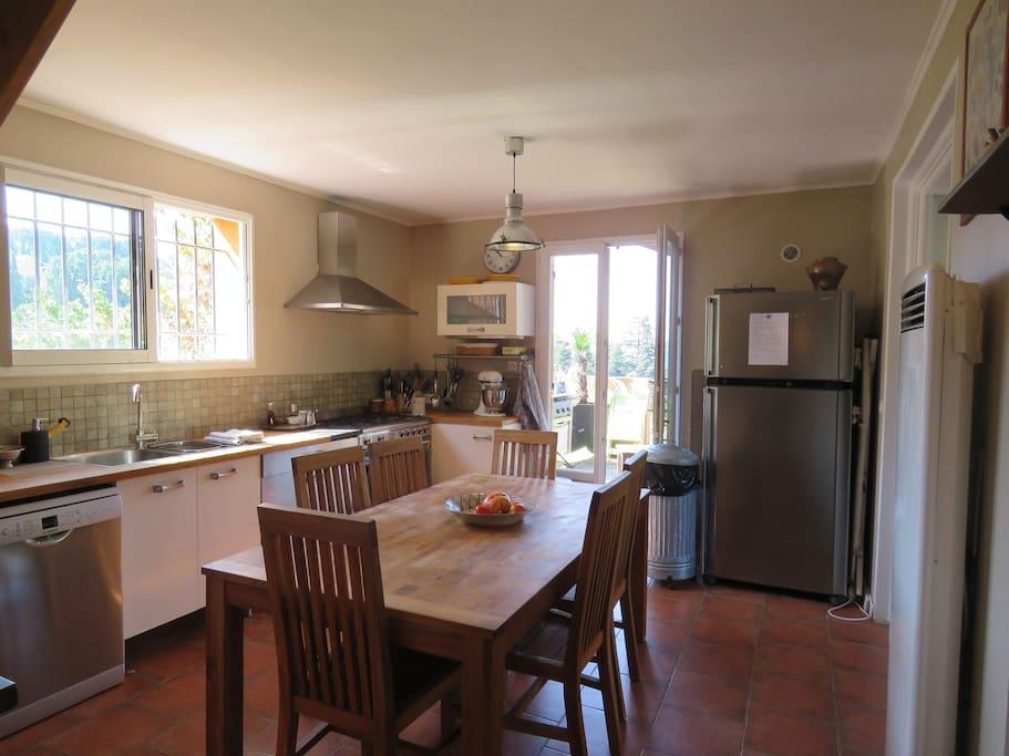 Grande cuisine ouverte sur terrasses plein sud