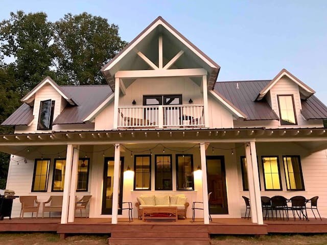 New Modern Farmhouse in Heart of Valle Crucis