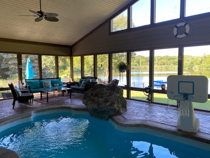 Perfect 4 Couples/Family of 4 Pool, Private Lake..
