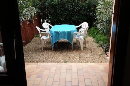 studio mer avec terrasse et jardin - Six-Fours-les-Plages - Apartment