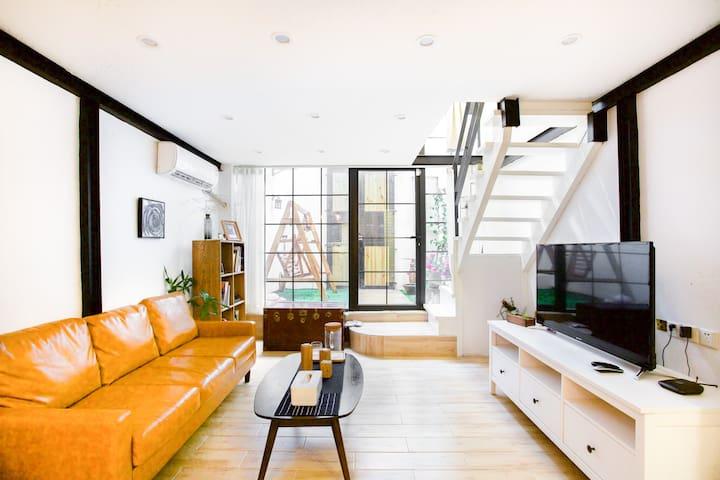 拥天井花园、私人影院的石库门阁楼式套房