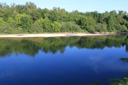 Paradis en bord de riviere d'ain - Hus
