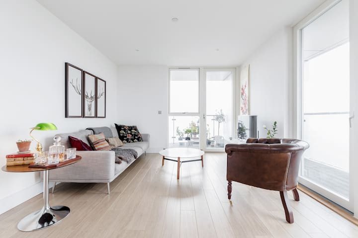 Room in cosy, stylish, modern Apartment with great views