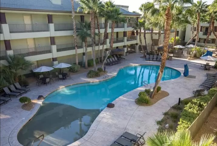 Vegas NFR SPECIAL! 2BR Sleeps 6! PRICE REDUCED!