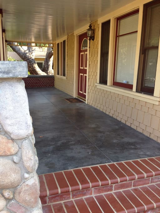 Driveway parking and front entry