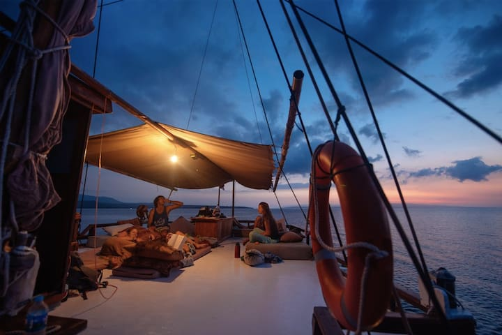 Pirate Sailing Yacht Komodo - Komodo