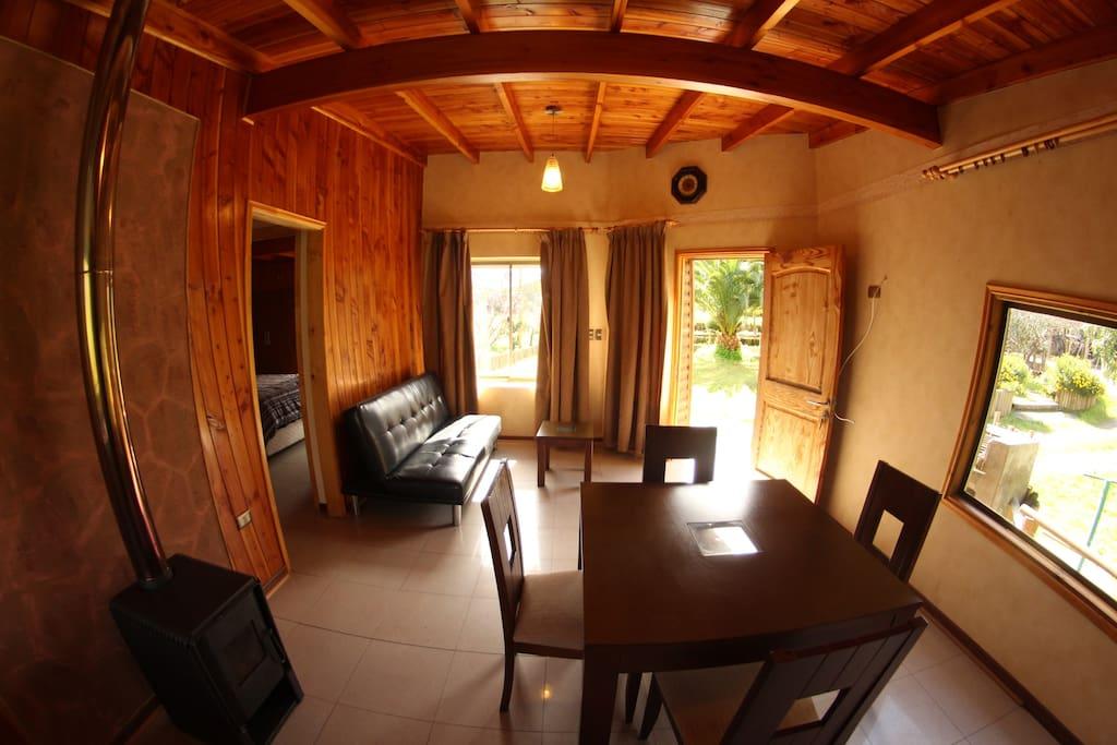 Sala de estar, desde la cocina hacia la entrada.