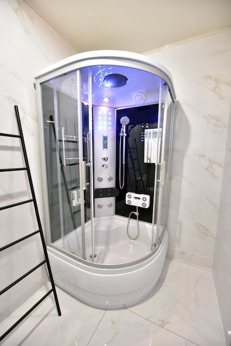 智能一体淋浴房,内置FM收音机的音响系统,氛围灯光