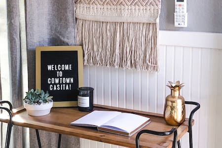 Cowtown Casita: charming studio near downtown FTW!
