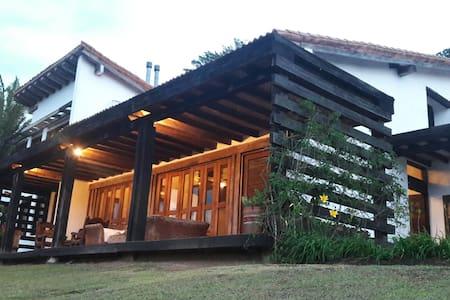 HERMOSA FINCA CON VISTA MUELLE PRIV - Ház
