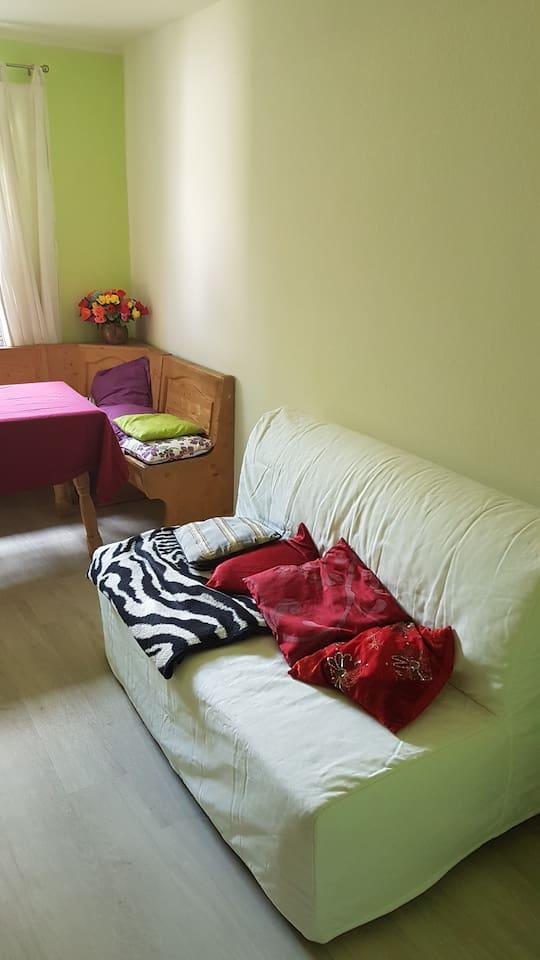 Kleines Zimmer, aber gemütlich mit Blick in den Garten