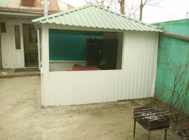 Сдаётся дом (свой двор+зона барбекю+мангал) - Kislovodsk - Rumah