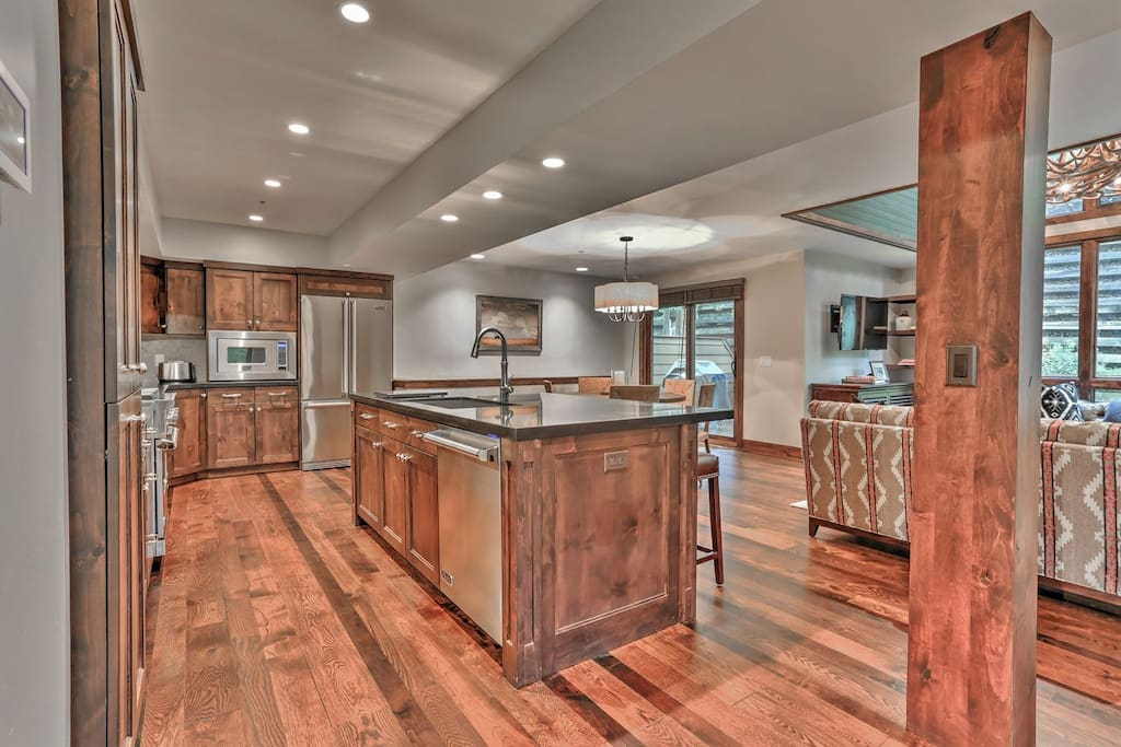 Deer Valley Stonebridge Ultimate- Kitchen and Living room
