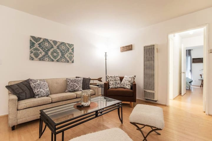 Comfy, Spacious 2 Bedroom Flat in Central WEHO