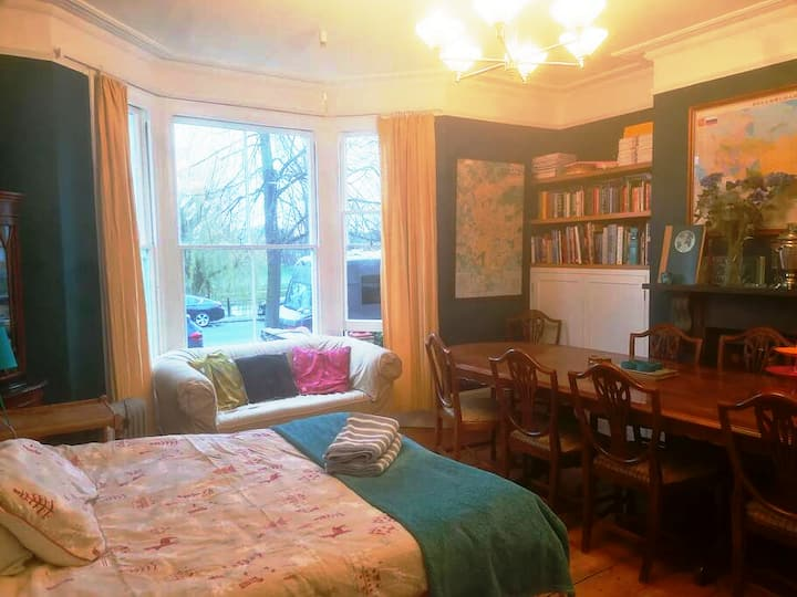 Large room, magnificent river / Jesus Green views