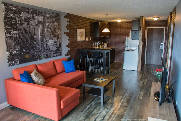 Central 1BD Apt-Walk Everywhere!