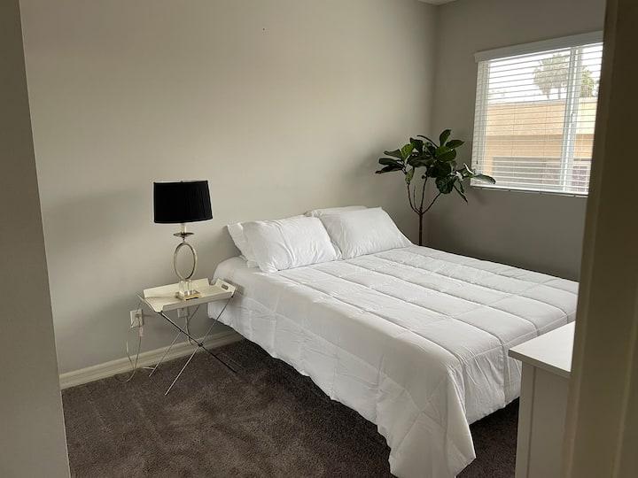 Cozy Private room near Sherman Oaks Galleria