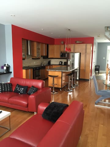 Modern home near airport ( YOW) - Ottawa