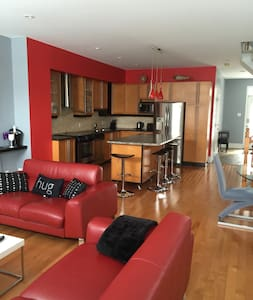 Modern home near airport ( YOW) - Ottawa - Ház